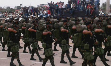 Parada Militar en homenaje al 191 aniverario de las FFAA. Foto:Min. Defensa/ABI).