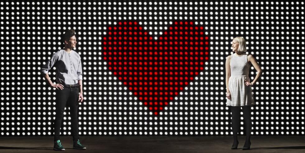 En 2014, el INE registró 16 millones de solteros mayores de 20 años en España; seis millones utilizan o se muestran dispuestos a utilizar aplicaciones para ligar.