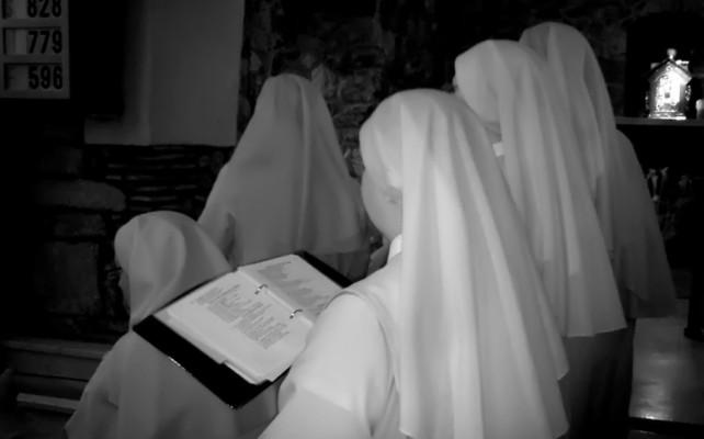 Dos monjas colgaron los hábitos para casarse entre ellas