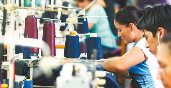 Los privados dicen que el pago del doble aguinaldo pone en riesgo a las empresas del país