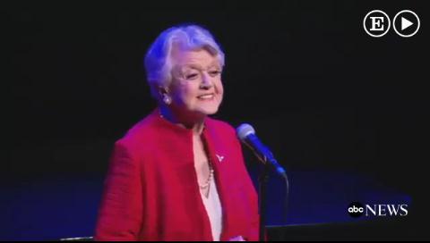 Angela Lansbury vuelve a cantar 'La Bella y la Bestia' 25 años después