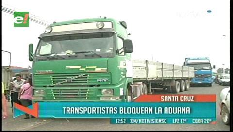 Transportistas bloquean ingreso a la aduana tras liberación de delincuentes