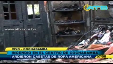 Cochabamba: Casetas de ropa americana se incendiaron en la madrugada