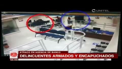 La Paz: Cámaras de seguridad captaron el atraco a una entidad financiera