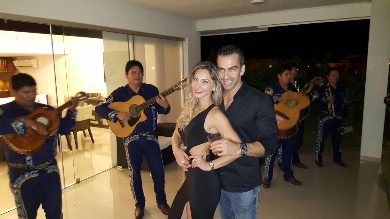 Carolina Saucedo junto a su novio Luis Carlos Saucedo