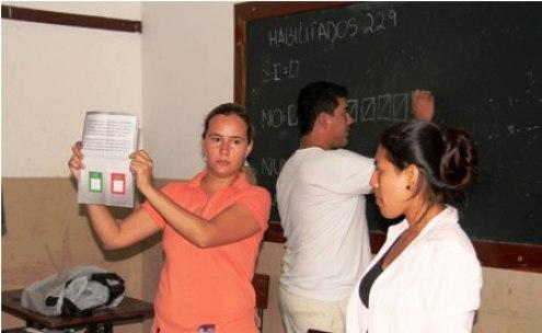 SANTA CRUZ- 21-02-2016.- Recuento de votos en la ciudad de Santa Cruz