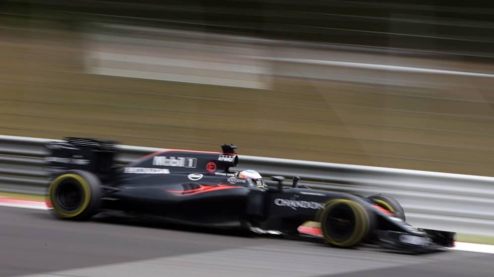 Foto: Fernando Alonso en acción durante los libres del sábado.