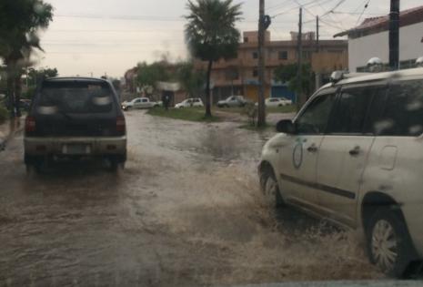 La avenida Alemania se llenó de agua