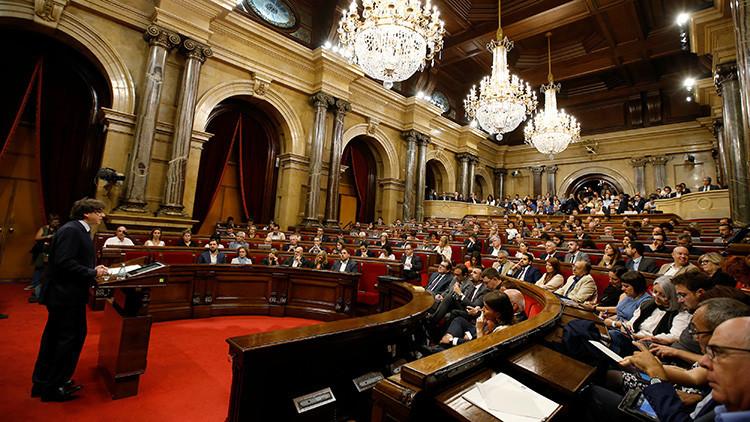Parlamento de Cataluña fija para 2017 referéndum de independencia de España