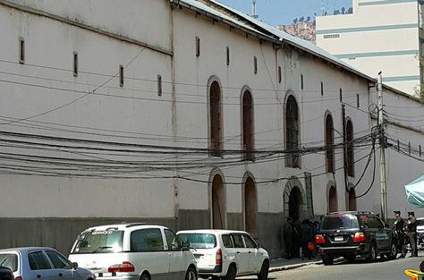 El frontis del penal de San Pedro en la ciudad de La Paz. Foto: Ángel Guarachi