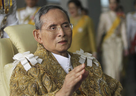 El rey de Tailandia, Bhumibol Adulyadej, celebrando su 83 cumpleaños. Foto: Archivo EFE
