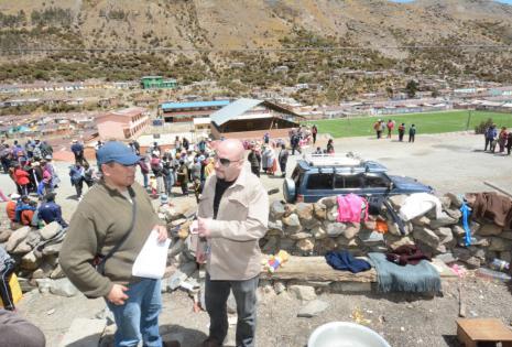 El Defensor del Pueblo llegó al poblado minero ubicado en el departamento de La Paz.