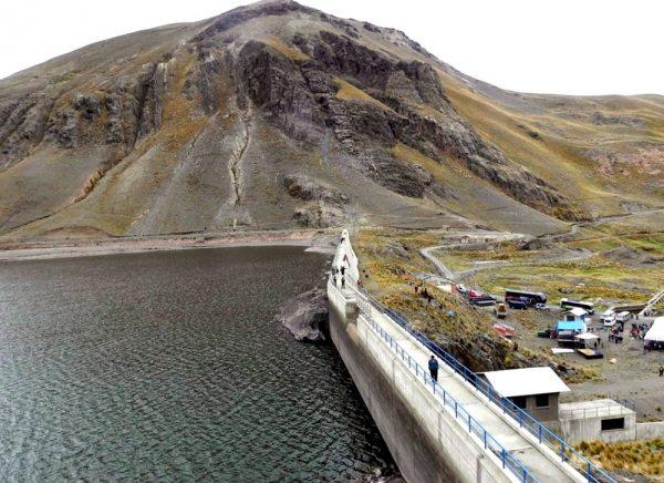 Gobierno niega presencia china en el Illimani, pero informa de 6 concesiones
