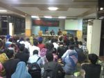 Diskusi tentang PTNBH bersama Rektor di Lantai 1, Gedung Rektorat Unhas, Rabu (14/5), dipadati mahasiswa.