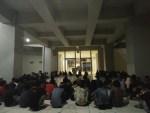 Suasana konsolidasi yang dilakukan oleh beberapa organ mahasiswa di Makassar dalam rangka memperingati Hardiknas di Pelataran Gedung BU FEB UNM, Sabtu (28/4). Str