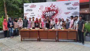Foto bersama para peserta kegiatan Master Chef Mountain di pelataran ruangan H1 Fakultas Hukum Universitas Hasanuddin (FH-UH), Selasa (7/11).