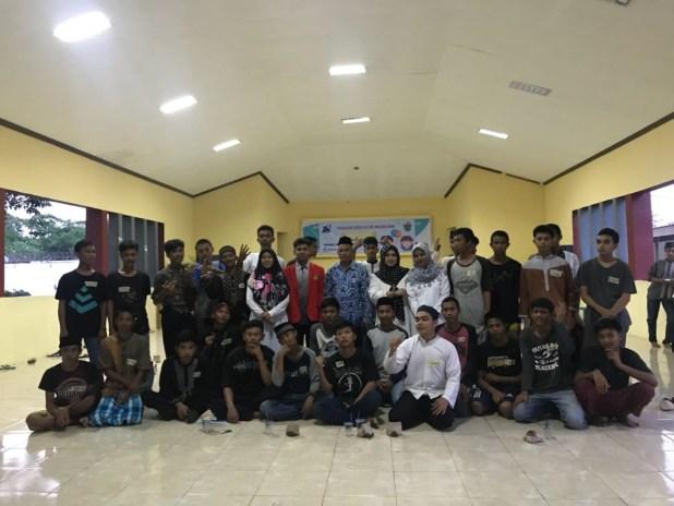 Serdadu Pena anak-anak binaan di Aula Lembaga Pemasyarakatan (Lapas) Klas II A Maros, Jumat (1/6). Dia