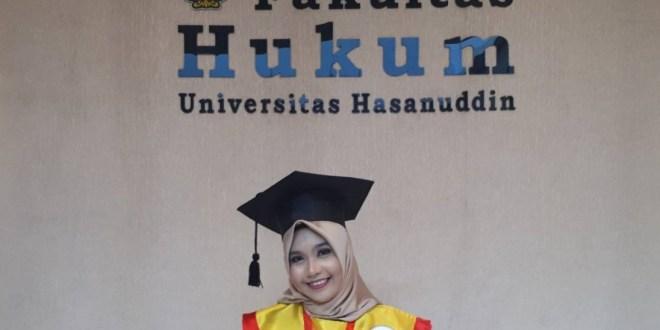 Mahasiswi Organisatoris Menjadi  Wisudawan Terbaik FH-UH