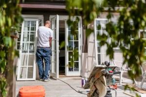 Montering av parfönsterdörr i hålet