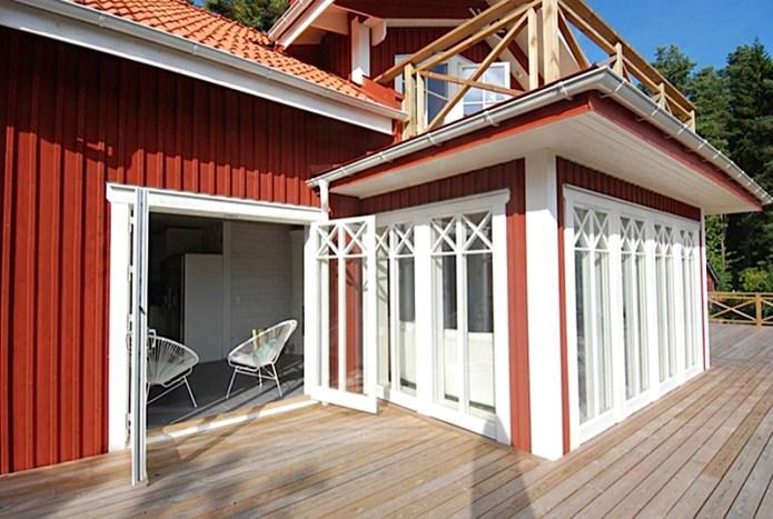 Ekstrands parfönsterdörr typ Sverige104 med glasdelande post och äkta wienerspröjs i kryss