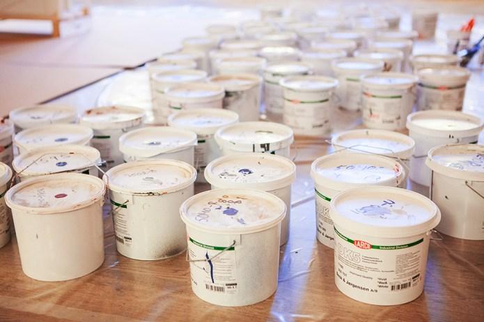 Barnen fick måla ytterdörrar med vattenburna miljövänliga färger