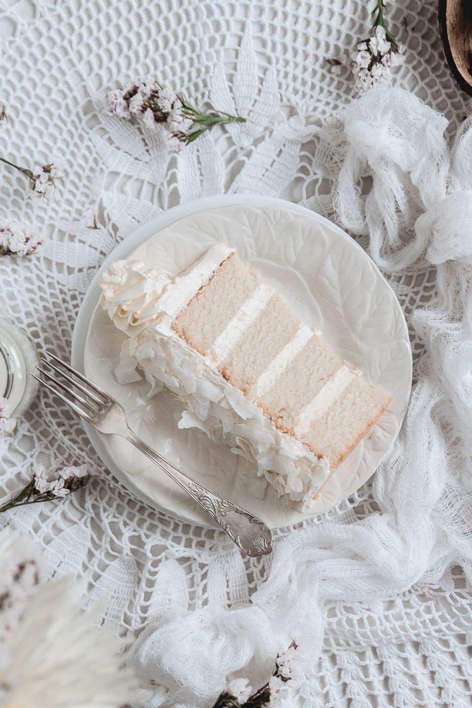 white_coconut_cake_-7532