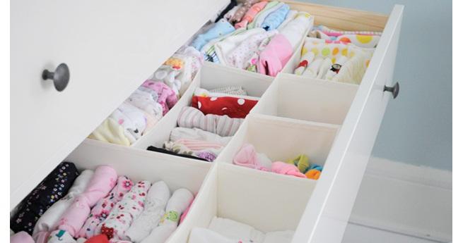 4 trucos para organizar la ropa de tu beb el desv n de - Organizar armarios ropa ...