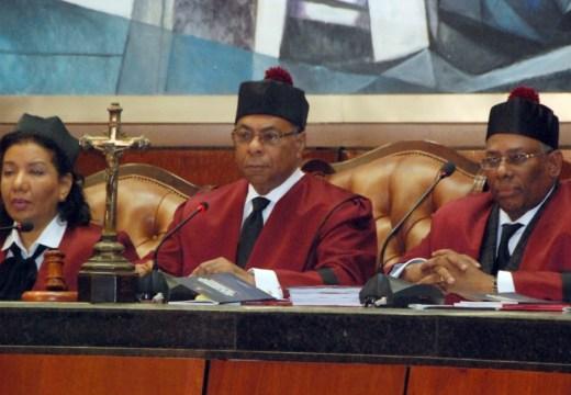 SANTO DOMINGO RD 23/08/13 AUDIENCIA EN LA SUPREMA CORTE DE JUSTICIA CON LOS JUECES DEL TRIBUNAL CONSTITUCIONAL ,FOTO.JOSE JUSTO FELIZ