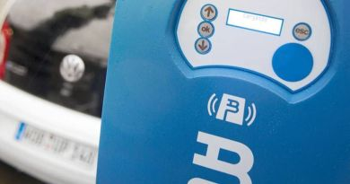 La Universidad de Almería estrena punto de recarga de vehículos eléctricos