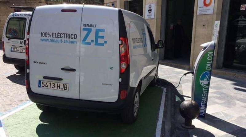 Inauguración en Alcoy de cuatro puntos de recarga instalados por Fenie Energia