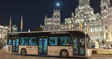 Madrid quiere disminuir un 20% las emisiones del transporte. Irizar i2e, el autobús eléctrico que probará la EMT en Madrid. Irizar i2e en Madrid, España. El autobus eléctrico español, diseñado y fabricado por la firma vasca Irizar