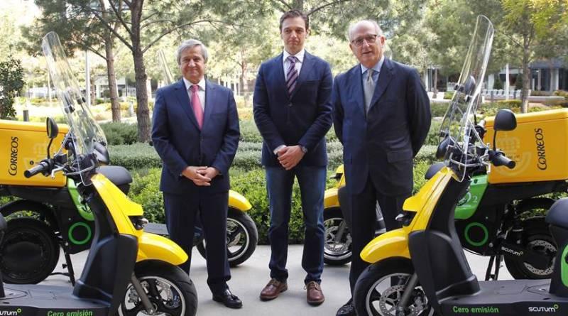 CORREOS incorpora 100 motos eléctricas Scutum. Scooter eléctrica Scutum S02, fabricada en España. Motos eléctricas Scutum