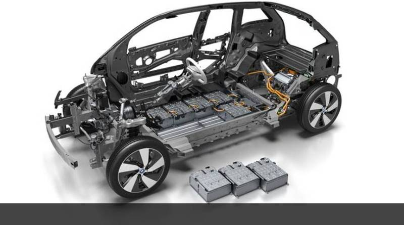 El BMW i3 ofrece un sencillo cambio a la nueva batería. BMW i3 33 kWh. Nuevo modelo de BMW i3 con mayor autonomía. Nuevo BMW i3