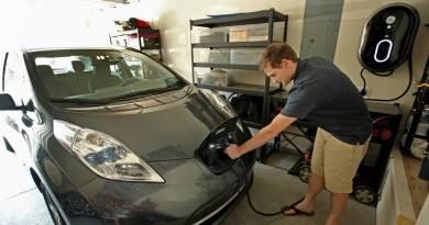 Tarifa supervalle para la recarga de vehículos eléctricos. Nissan LEAF recarga