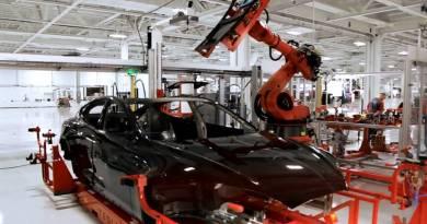 Tesla necesita ingenieros de automoción experimentados. Tesla assembly line