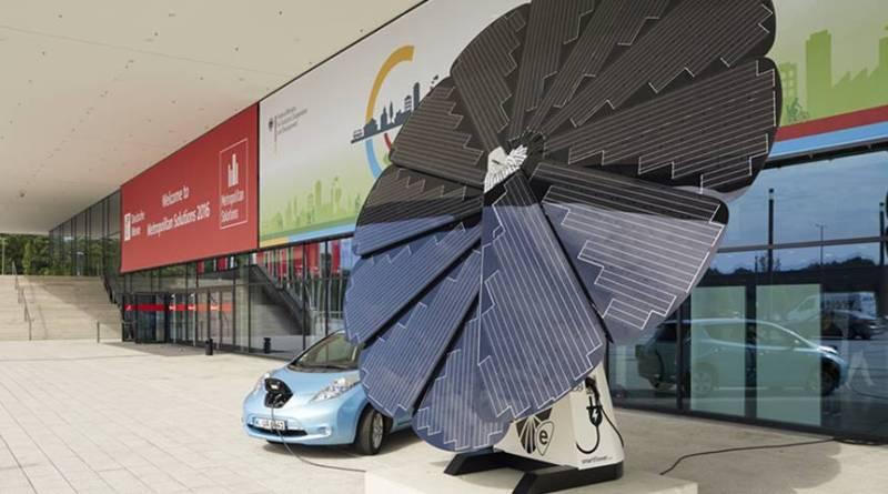 Smartflower POP-e para la recarga de vehículos eléctricos