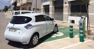 Feníe Energía instala más de 400 puntos de recarga en 2017. Red de puntos de recarga gracias al Pacto de Sevilla de Fenie
