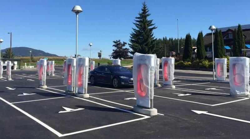 Tesla cambiará su estrategia de Superchargers