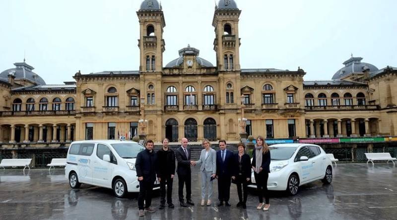 Nissan cede un LEAF y una e-NV200 a dos asociaciones de taxistas en San Sebastián