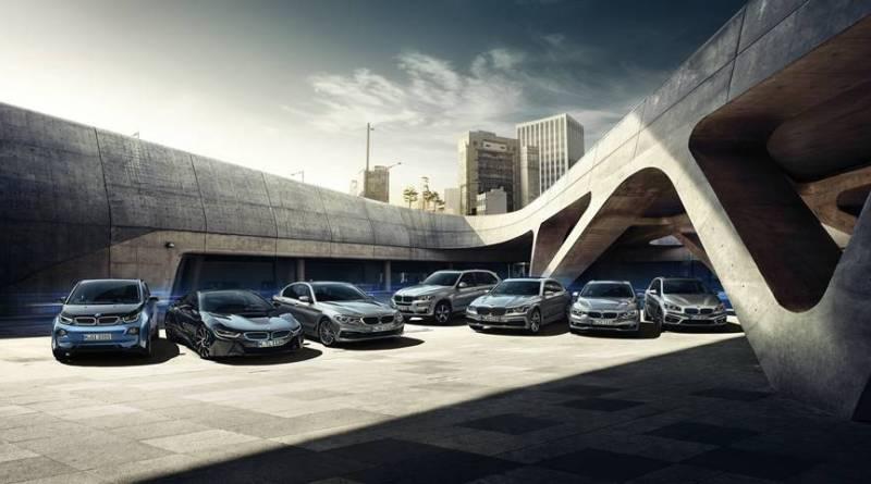BMW incrementará un 54% la producción de modelos BMW i. Repaso a la gama eléctrica BMW. BMW i vende casi 600 eléctricos en 2017 en España