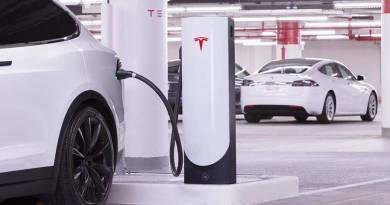 Tesla presenta sus nuevos Superchargers para entornos urbanos