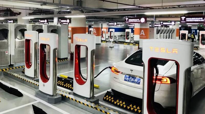 Tesla abre la estación de Superchargers más grande del mundo