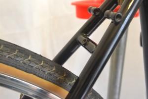5633 Montiamo la bici parafanghi portapacchi Surly Cross Check 145