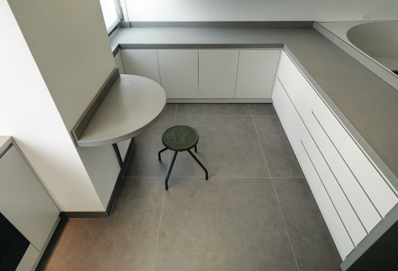 #TileTuesday Tip: Supersize Your Floors with Large Format Porcelain Panels