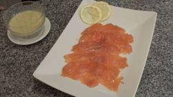 Salmon marinado con salsa de mostaza41