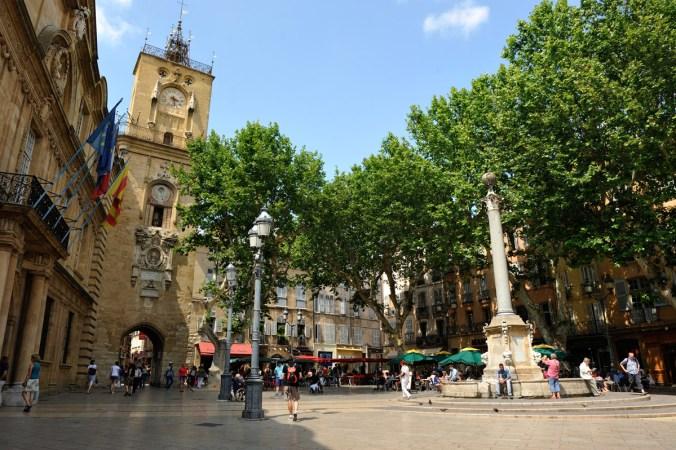 aix-en-provence_-place-de-la-mairie-_c_-r-cintas-flores
