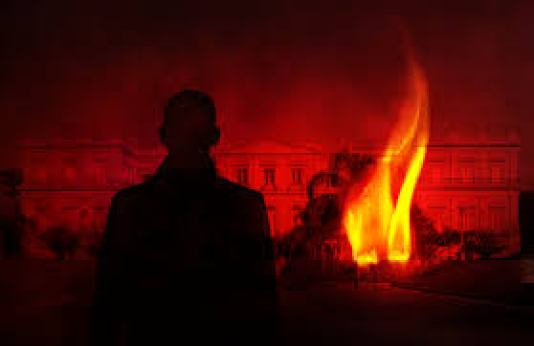labareda-incendio-museu-nacional-rj