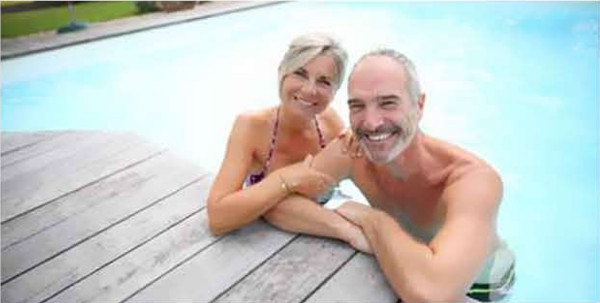 couple_piscine