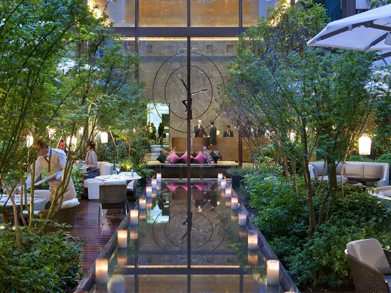 Table Bar De Jardin Garden Parties In The City Of Light | Elite Traveler