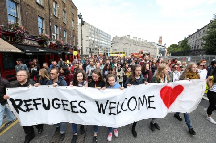 12092015-refugees-welcome-pictured-hundreds-of-752x501